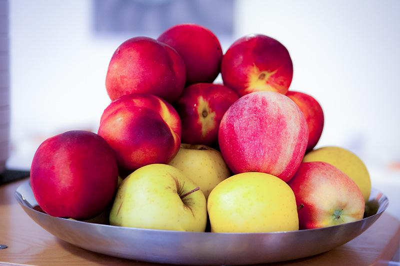 Cesto di frutta disponibile in sala colazioni di hotel similan a Lignano Sabbiadoro