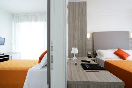 Camere Comunicanti Di Hotel Similan Con Terrazzino Privato Bagno