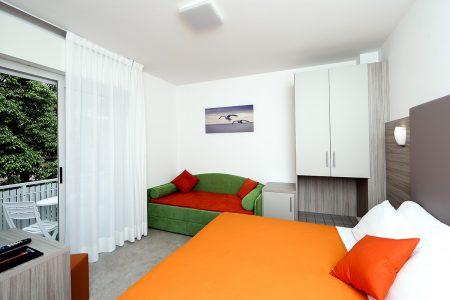 Camera Comfort Tripla Di Hotel Similan Con Terrazzino Privato E Bagno