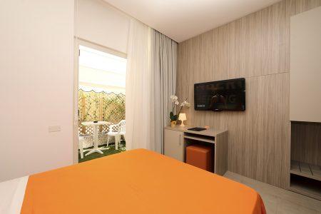 Camera Standard Di Hotel Similan Con Terrazzino Privato, Bagno E Matrimoniale Alla Francese